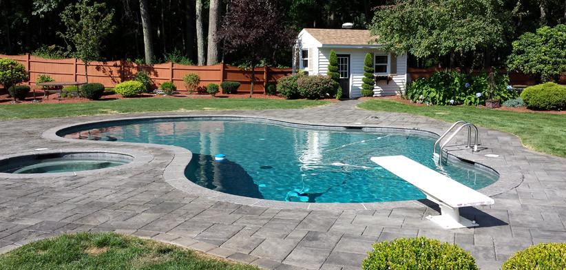 Покрытие из печатного бетона вокруг бассейна